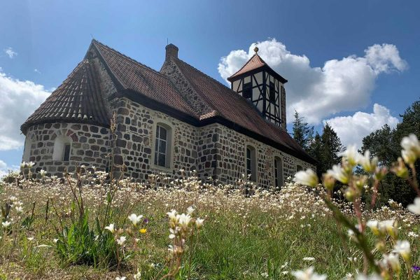 Kirche Möllensdorf Foto von Claudia Meier