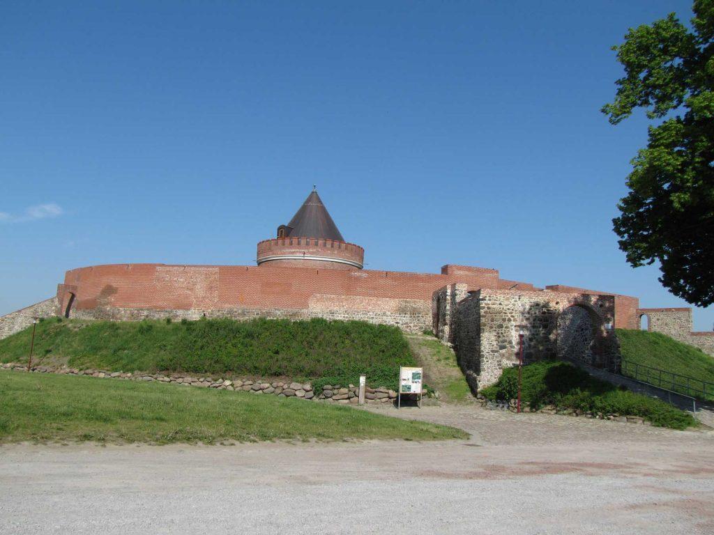 Rundweg Lindau Burg und blauer Himmel